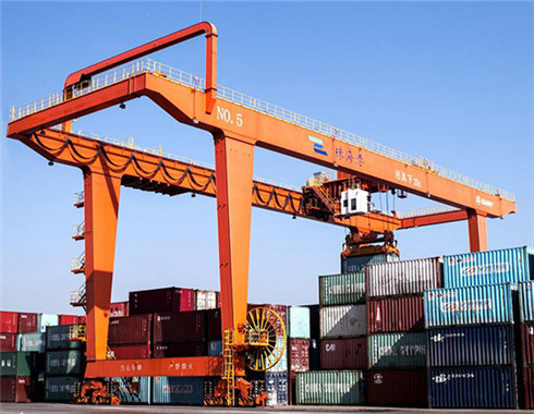 Rail mounted container gantyr cranes are provided for custoemrs.