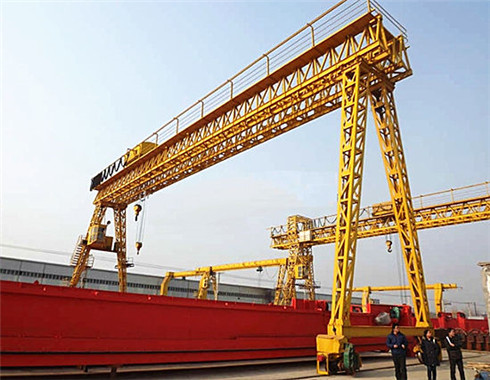 6 ton ganty crane in truss structure.